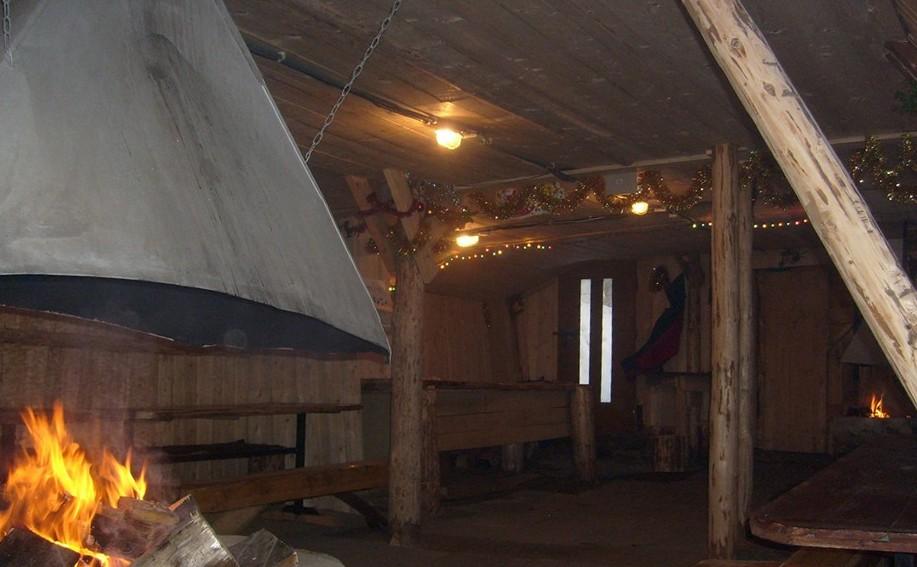 Wnętrze naszej góralskiej chaty z paleniskiem
