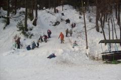 Zabawa na śniegu przy naszej góralskiej chacie